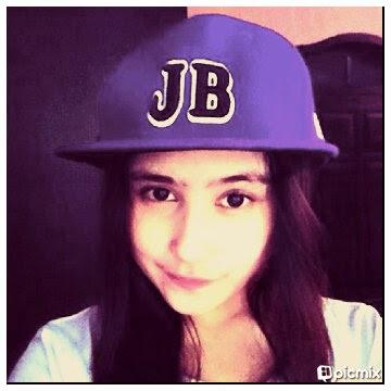 Foto Cantik Prilly Latuconsin pakai topi keren