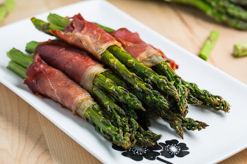 Prosciutto Wrapped Asparagus with Poached Egg and Hollandaise Sauce on ...