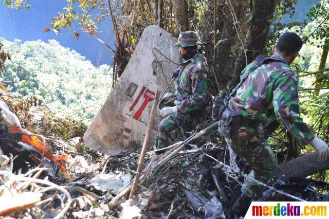 Foto Evakuasi Korban Pesawat Sukhoi Superjet 100   Potret Cerita