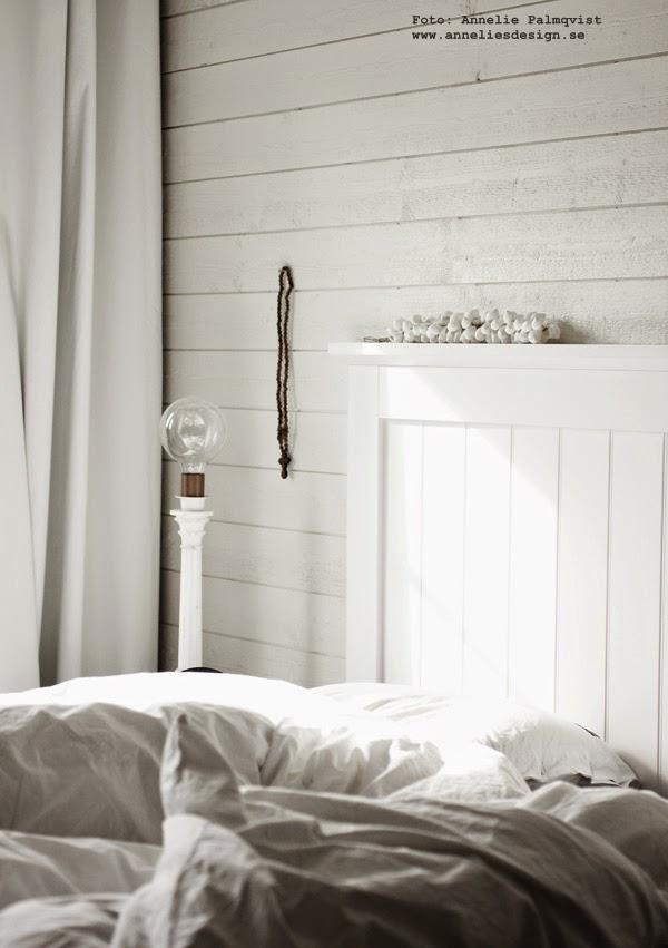 sovrum, vitt, vita, mörkläggningsgardiner, hemtex, träpanle, panel, liggande panel, vit sänggavel, trä gavel, sovrum, sovrummet, inredning, inredningsblogg, blogg, bloggar,