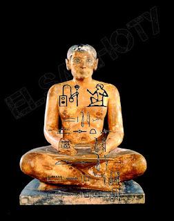 تمثال الكاتِب الجالس المصري بمتحف اللوفر