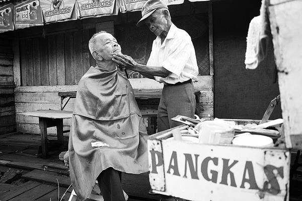 BANGGA SEJARAH  Sejarah Tukang Cukur Rambut di Indonesia   Identitas ... e5f1f01f4e