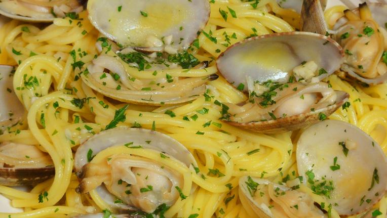Cocinar para los amigos espaguetis con almejas for Como cocinar almejas