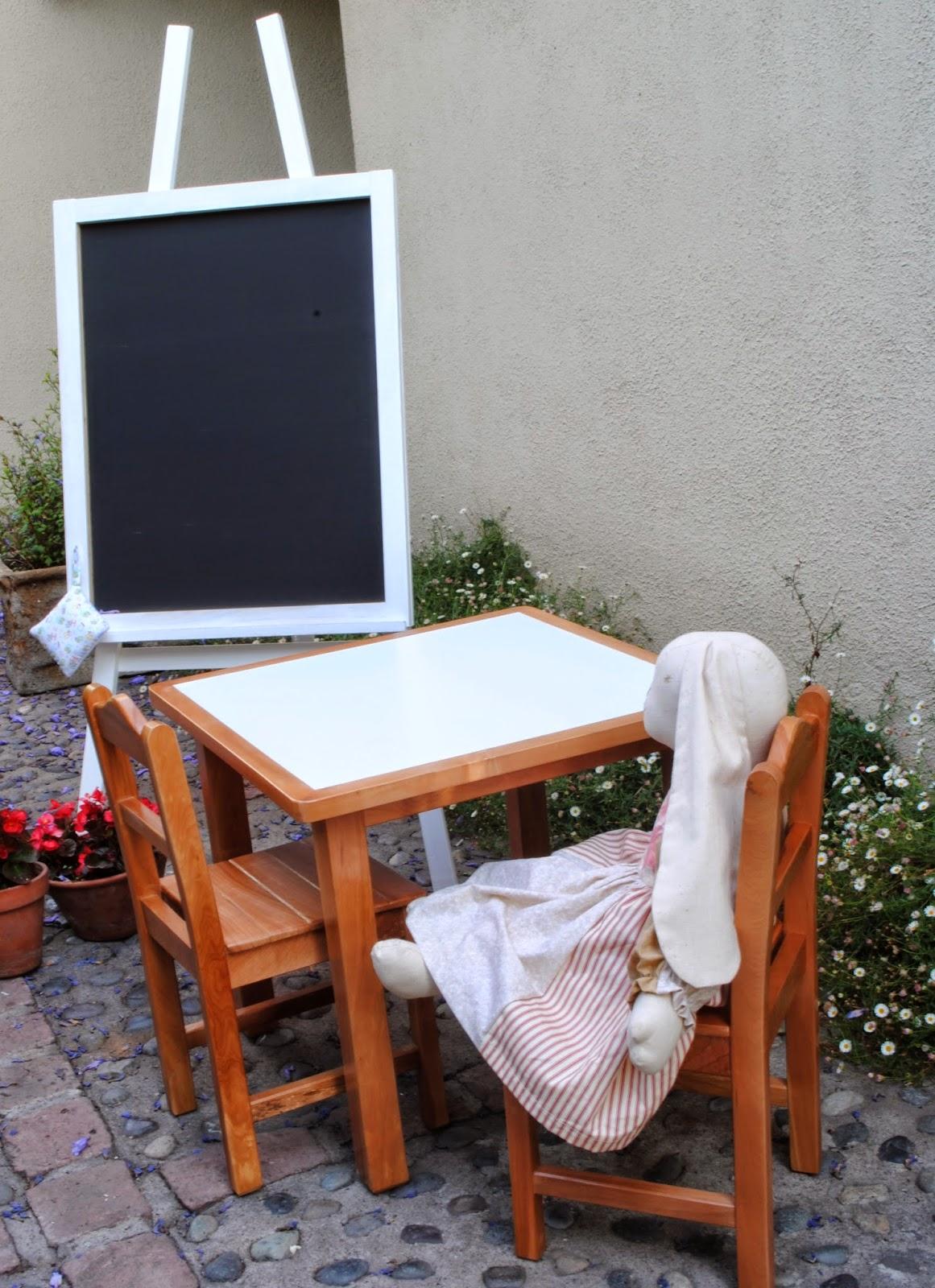 Paz montealegre decoraci n mesitas infantiles - Mesita con sillas infantiles ...