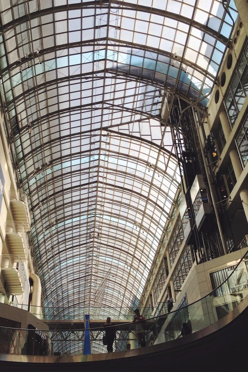 Eaton Centre, Toronto. | vscocam www.enalgunotrolugar.com
