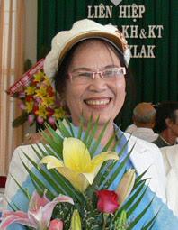 Cô Thu xứng đáng nhận những bó hoa tươi thắm.