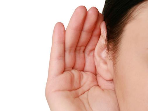 Ascoltare con le mani:  l'udito dipende anche  dalle funzioni motorie