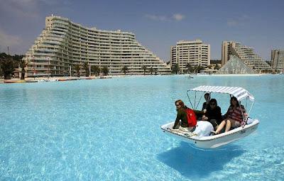 bassein 0019 أكبر و أنقى حمام سباحة في العالم بتكليف خمسة بلاين جنية استرليني  في تشيلي