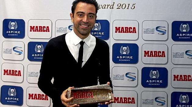 Xavi Hernandez received the Marca Leyenda Award 2015