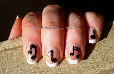 """Klasyczny french manicure i zdobienie nutkami – tydzień pierwszy projektu """"Hobby"""""""