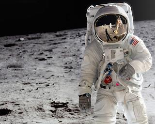 Amazing Astronaut in Moon Wallpaper 1280x1024