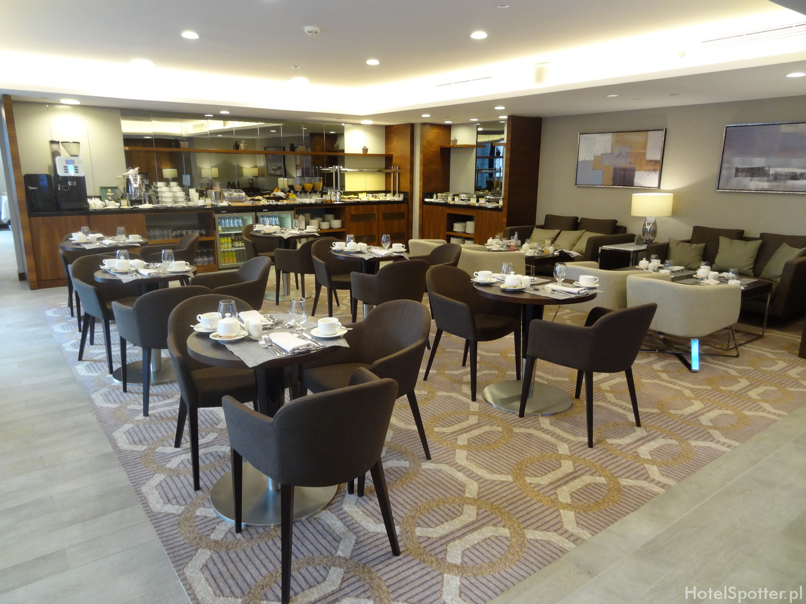 Salonik Executive Lounge w DoubleTree by Hilton Warsaw - sniadanie