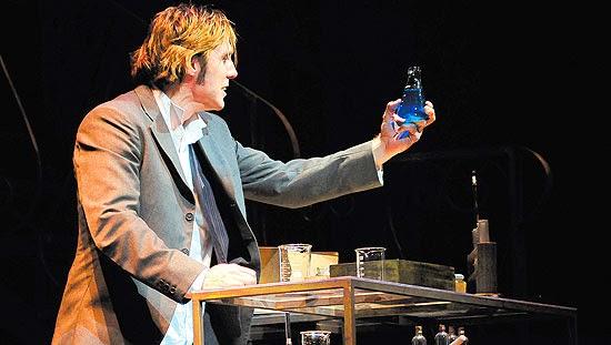 """O ator Nando Prado em """"Jekyll & Hyde - O Médico e o Monstro"""" - Um Asno"""
