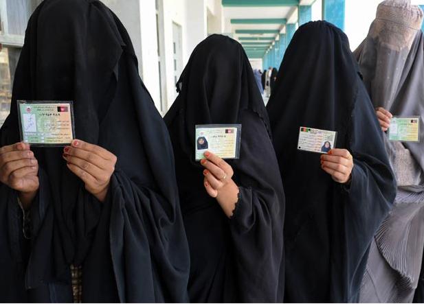 La DGT española obligada a admitir fotos de mujeres con velo para el carné de conducir BURKA2