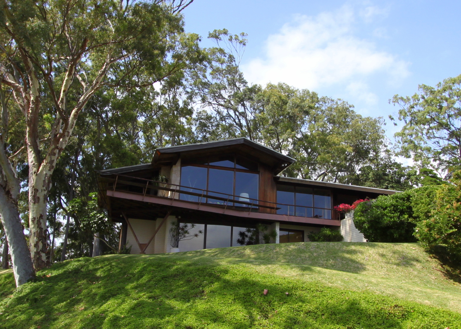 The liljestrand house by ossipoff in hawaii the amazing for Modern homes hawaii