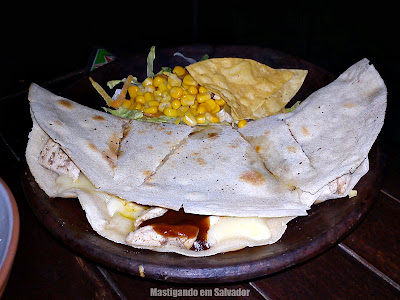 Tijuana Mexican Bar: Quesadilla de Frango com Molho Barbecue
