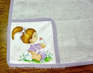 pintura de menina com mamadeira.