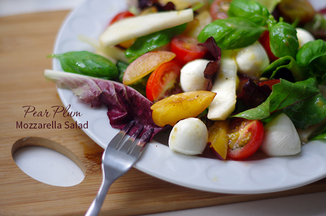 Pear Plum Mozzarella Salad for the summer. www.fashionrolla.com