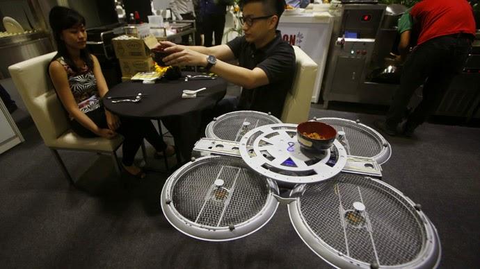 Dronet autonom - kamarierët-robotë në Singapor