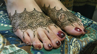 Beautiful henna fillers on feet