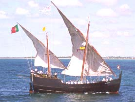 Gambar Kapal Layar Caravel di laut