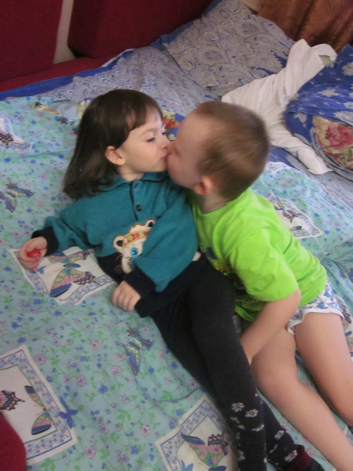 Брат разбудил сестру с помощью куни и трахнул её
