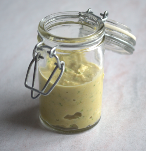 Pot de hummus au persil