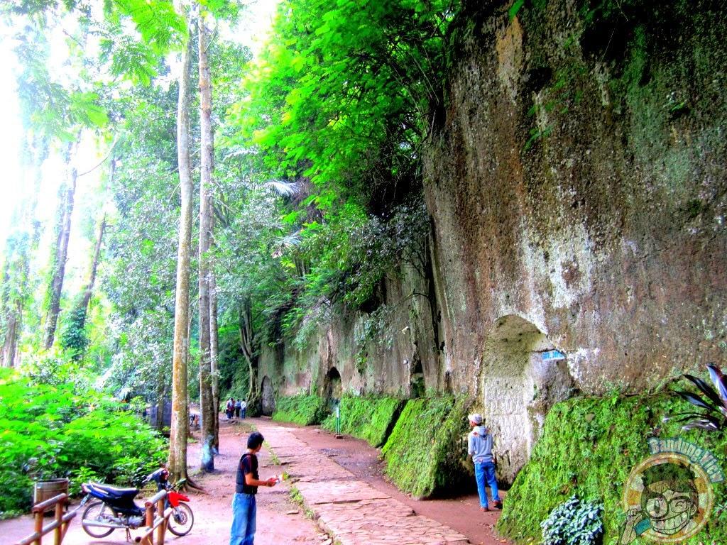Kompleks Goa Jepang Taman Hutan Raya Djuanda