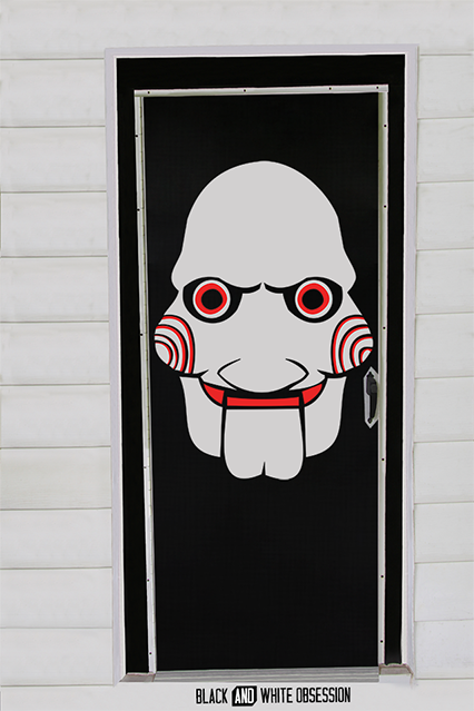 Movie Themed Halloween Door Decorations: Saw/Jigsaw | www.blackandwhiteobsession.com