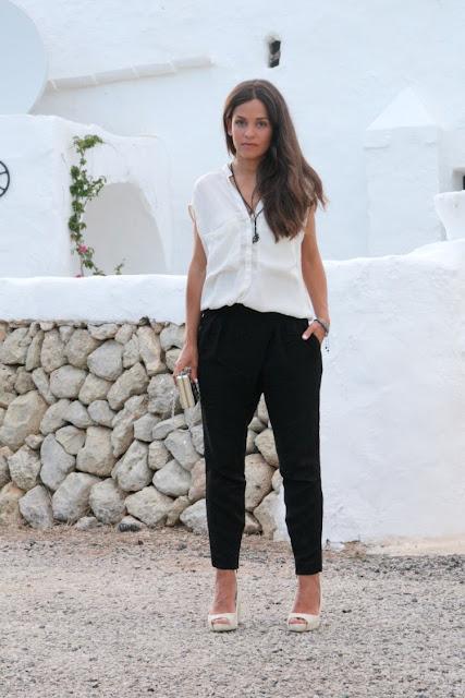 http://2.bp.blogspot.com/-K8ggNrofhrI/Uizm3vn13zI/AAAAAAAAKyE/oY5CRFJ5xao/s1600/black%2526white-look-pantalones-blusa-1.jpg