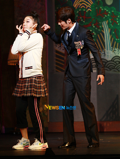 [MUSICAL] 08/04/2011 - KyuJong @ Goong Musical  - Page 4 KJ-Goong-media-13