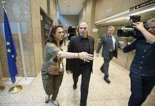Eurogroup: Ξέσπασαν σε κλάμματα οι έλληνες δημοσιογράφοι!