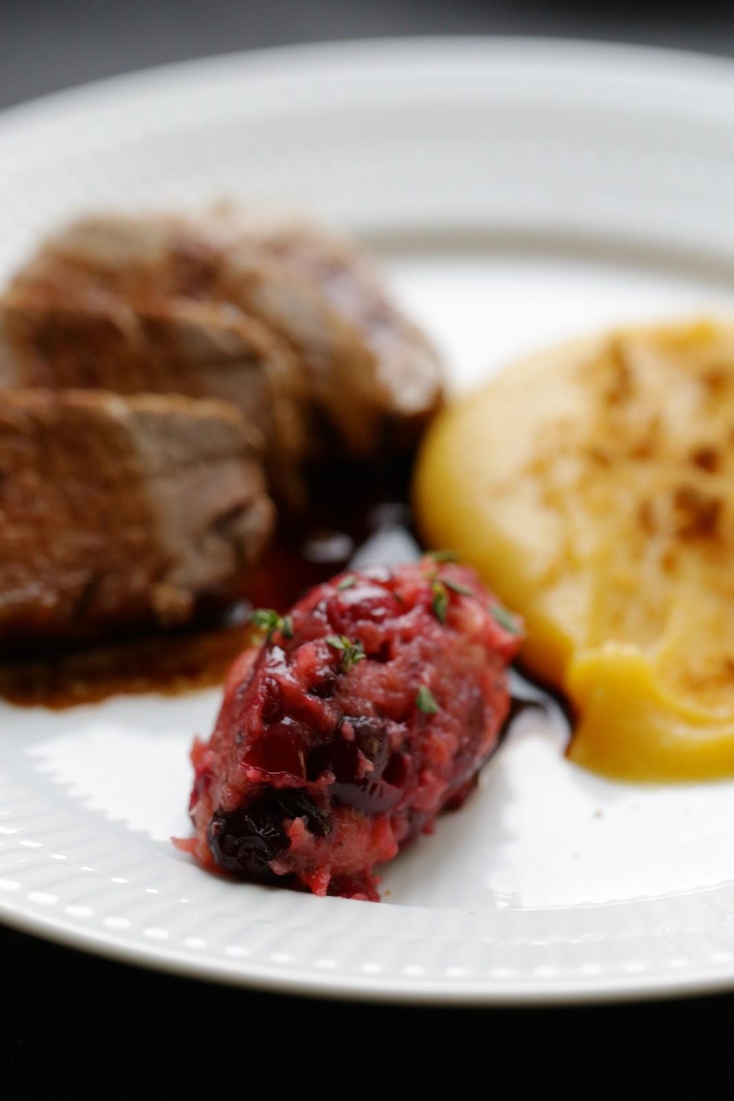 Filet mignon de porc, compote de pommes et de cranberry , purée de patates douces