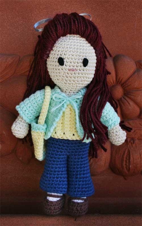 Bambola amigurumi con borsetta