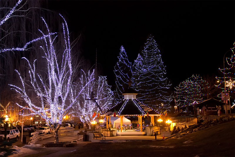 Do you want to see plenty of Christmas lights? Go to the Bavarian village  of Leavenworth, WA! - Loving Washington State: Christmas In Leavenworth, WA