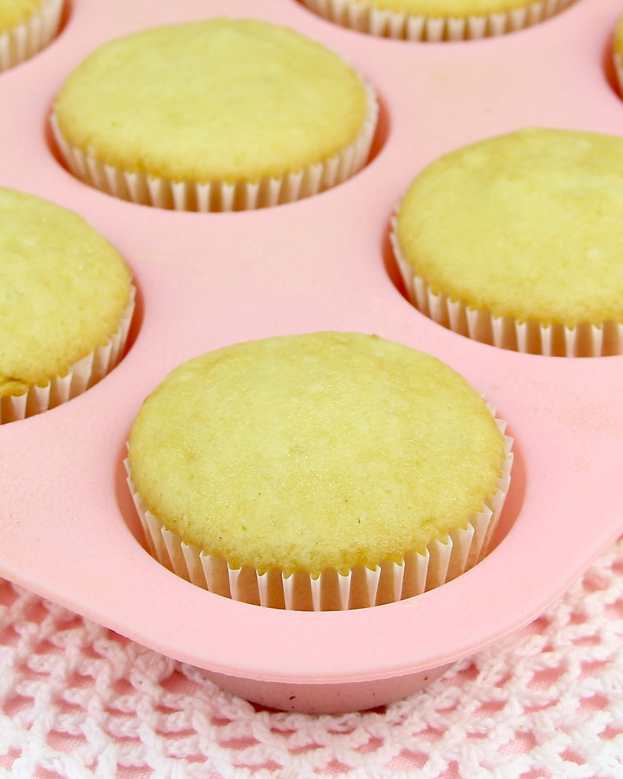 how to make vanilla cupcakes from scratch