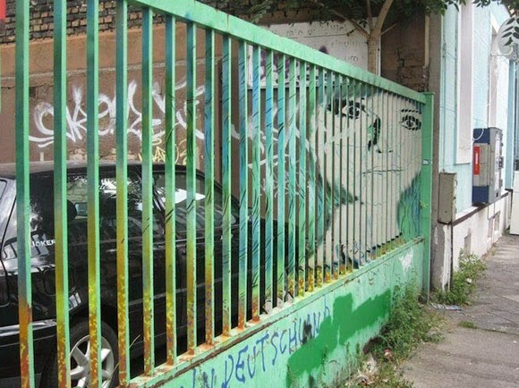 الفن الخفـــي على الـــاسوار Hidden-Street-Art-on-Railings-by-Zebrating-10.jpg