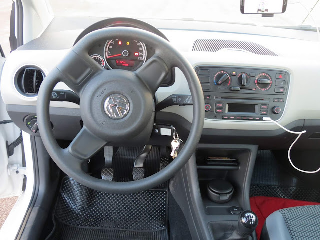Volkswagen Up! TSI 2016 - interior - painel