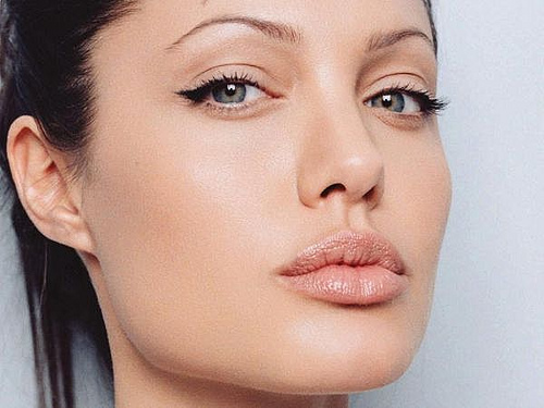 muchas son las famosas que se decantan por este tipo de maquillaje natural ya que sus ojos de por s muestran mucho las imgenes que os mostramos son de