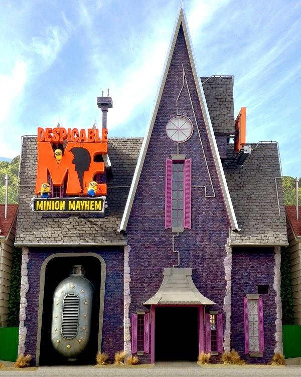 Despicable Me ride di desain seperti dalam film aslinya. Rumah kediamin Gru adalah pintu masuk ke dalam atraksi. Dis&ing rumah tersebut ada panti asuhan ... & A Mother in Progress: February 2015