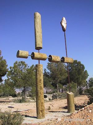 """""""Tótem Protector"""", escultura de Emilio Gallego, Caudete de las Fuentes, Valencia"""