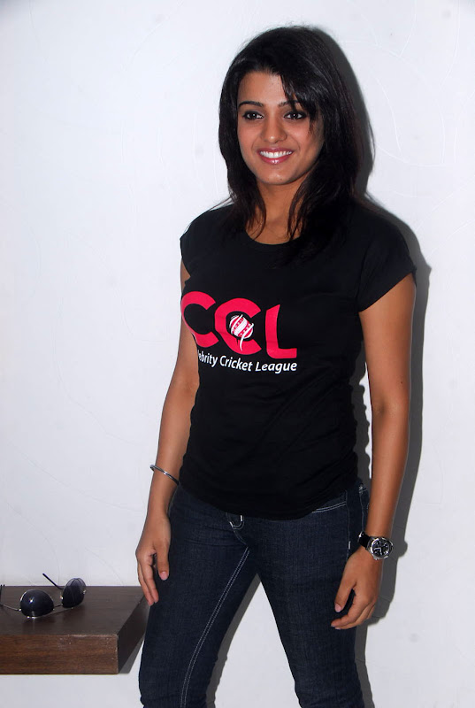 Tashu Kaushik Ccl Stills cleavage