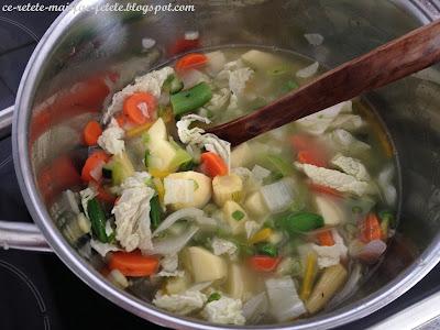 Minestrone ~ Adaugam restul legumelor si apa