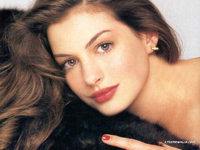 Anne Hathaway Biography and Photos Gallery