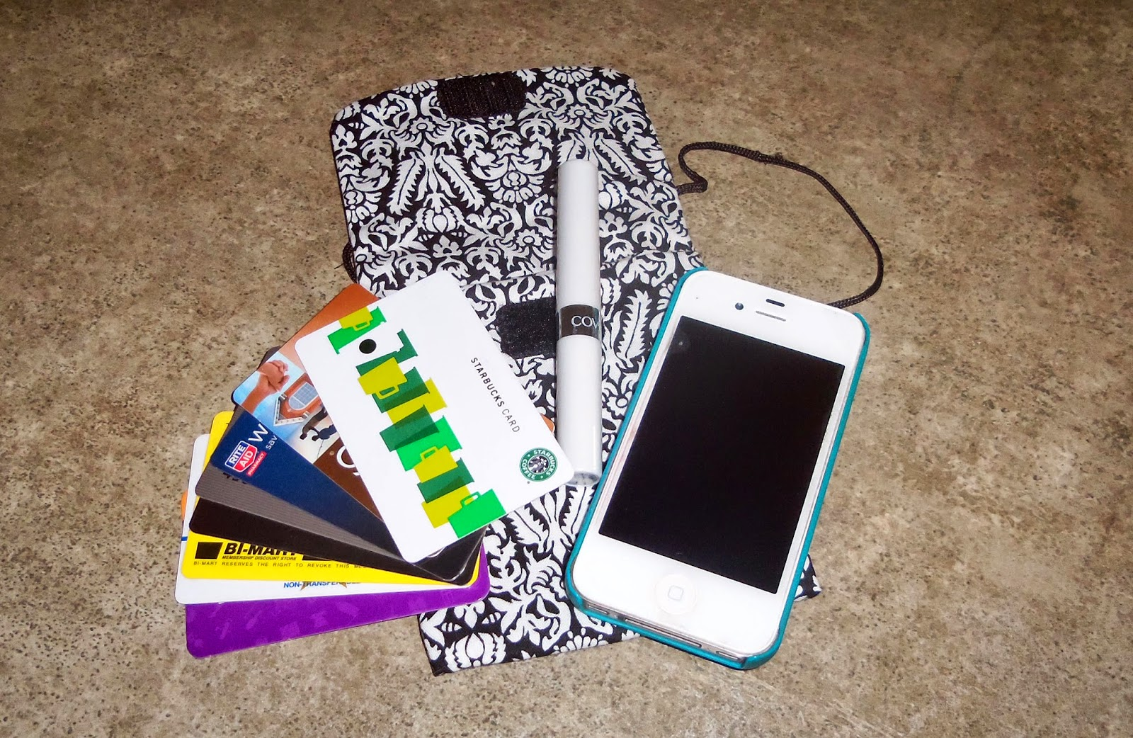 Quiltsmart Cell Phone Bag with night out items