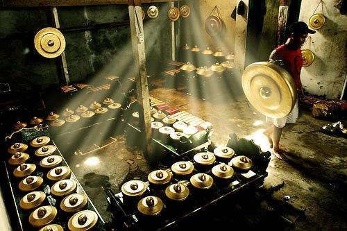 http://2.bp.blogspot.com/-KAc1EEhXkzo/TehTRVaYfeI/AAAAAAAAAEQ/JvVY2j8OmGs/s1600/gamelan.jpg