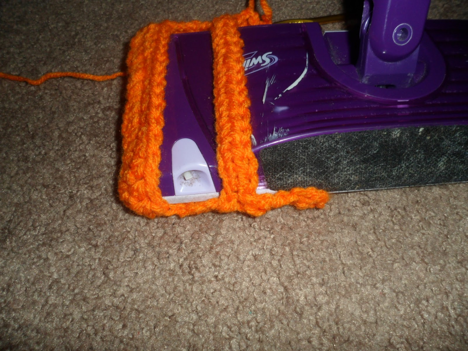 how to put a swiffer wet jet pad on