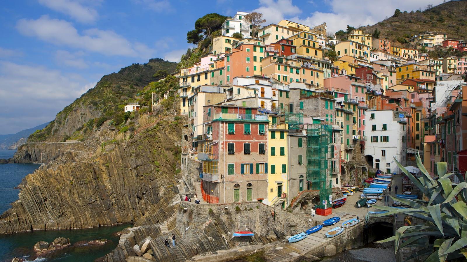 http://2.bp.blogspot.com/-KCB52P1t63k/UA1Z7RSAt4I/AAAAAAAAAWc/09oqO9ZTU-Q/s1600/Houses+in+Riomaggiore,+La+Spezia,+Cinque+Terre,+Italy.jpg