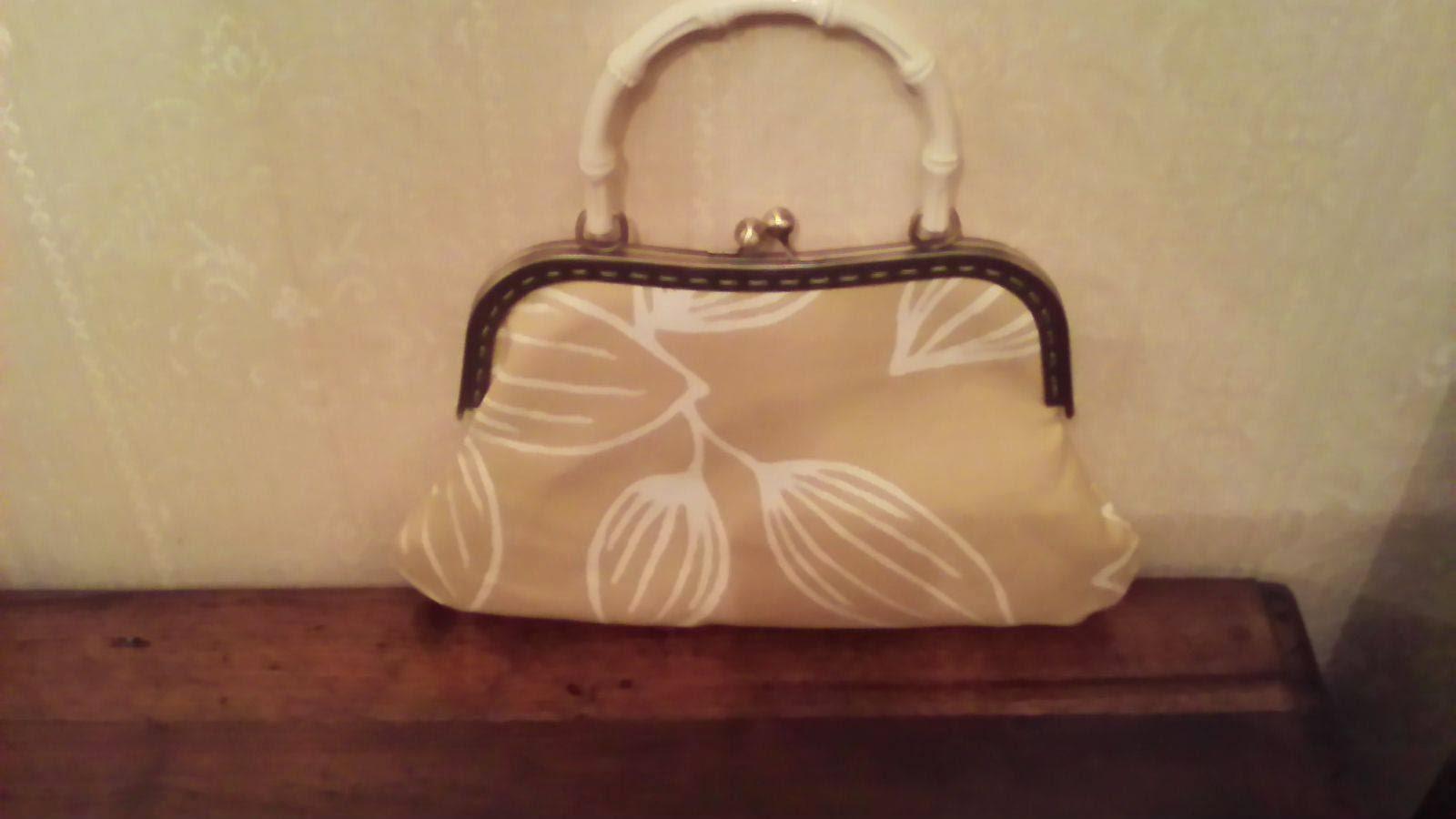 Bolso de tela vintage en tonos beige