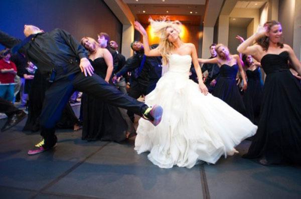 musica e balli per intrattenere gli ospiti a un matrimonio